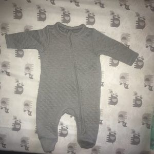 Old Navy Quilted One piece 0-3 months unisex